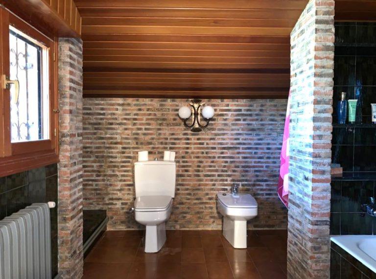 Planta Primera | Detalle cuartos de baño